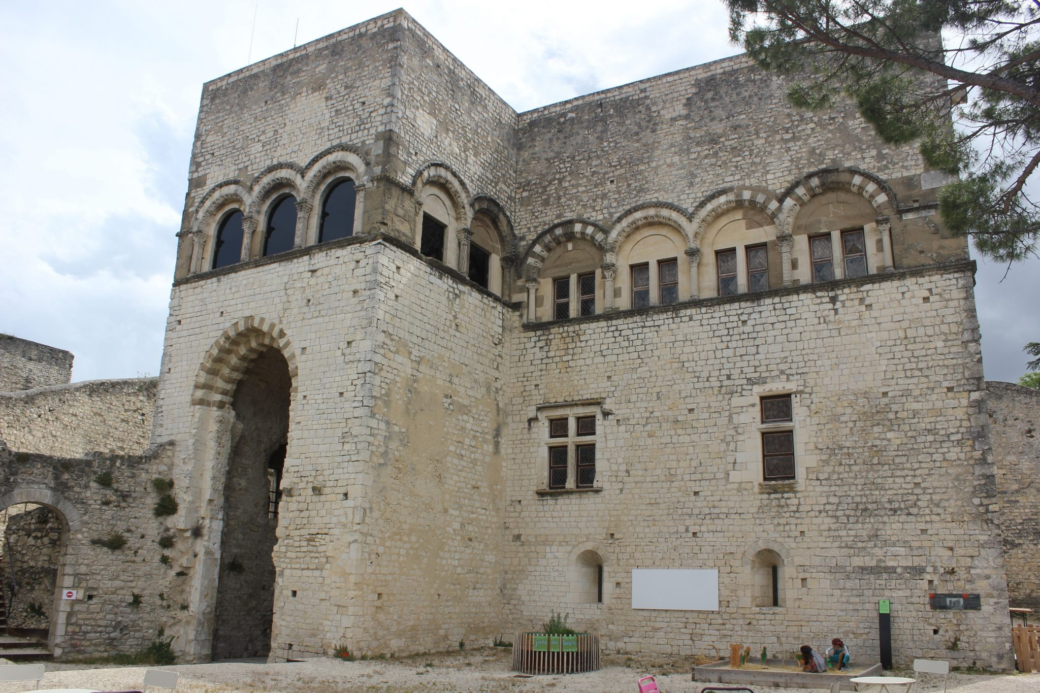 Qui vivait dans un château au Moyen-Âge ?
